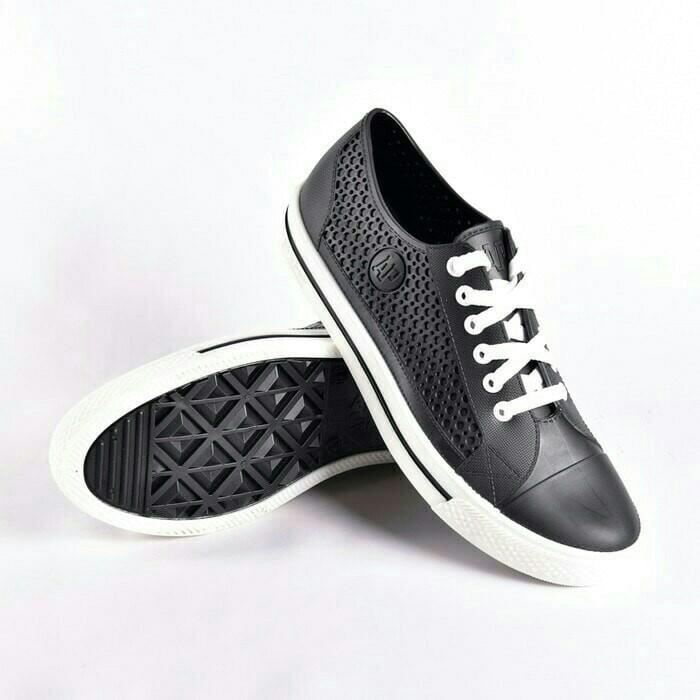 Sepatu ap star by ap boots black white pvc