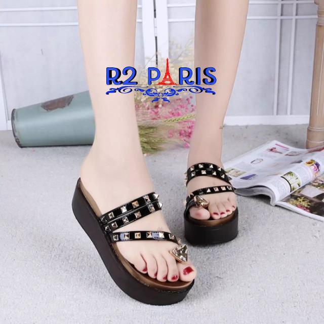 Sandal Wedges Wanita Strap Studs Triangle Hitam Putih Silver R2
