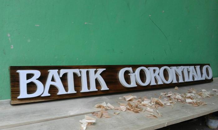 Hasil gambar untuk huruf kayu papan nama perusahaan
