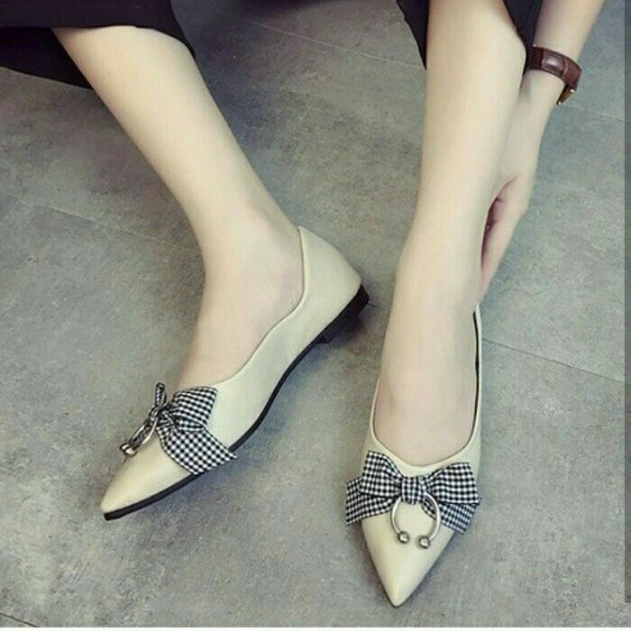 Flat shoes pita ring cream