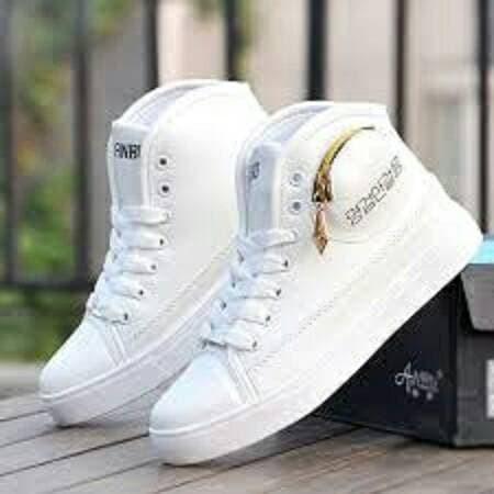 Sepatu Cewek Boots Putih. Bahan Silky. Kualitas bagus. Ada Resleting