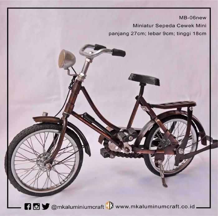 harga Jual miniatur sepeda onthel cowok cewek mini - ontel kuno mk aluminium Tokopedia.com