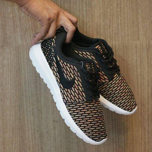 harga Nike rosherun flyknit   sepatu couple   sepatu jalan jalan   sneakers  Tokopedia.com 9013e0491d
