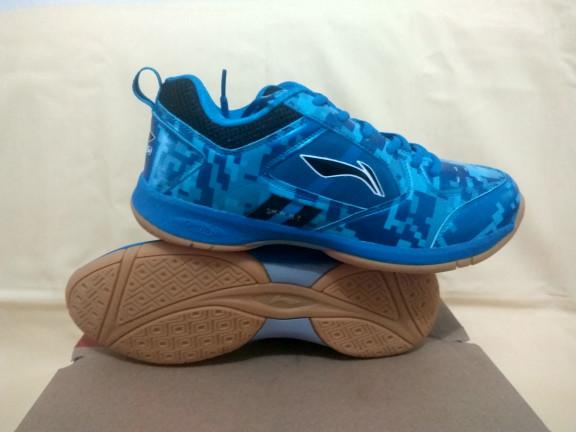 harga Sepatu badminton bulutangkis li ning camo plus blue Tokopedia.com