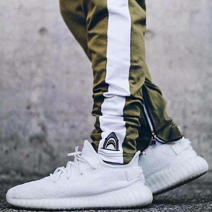 Evaluación amenaza Encadenar  Jual Super Hot! Sepatu Pria Adidas Yeezy Boost 350 V2 Cream White - Kota  Depok - Sepatu Zero | Tokopedia