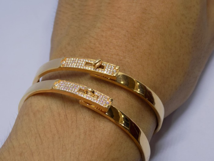 harga Gelang tangan emas kuning/putih rosgold perhiasan mas 375 carthier new Tokopedia.com
