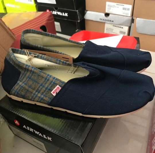 harga Sepatu wakai 201 cuhai navy original sale Tokopedia.com