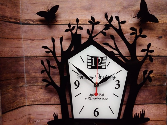 Jam dinding akrilikrumah pohon custom untuk kado plus kupu