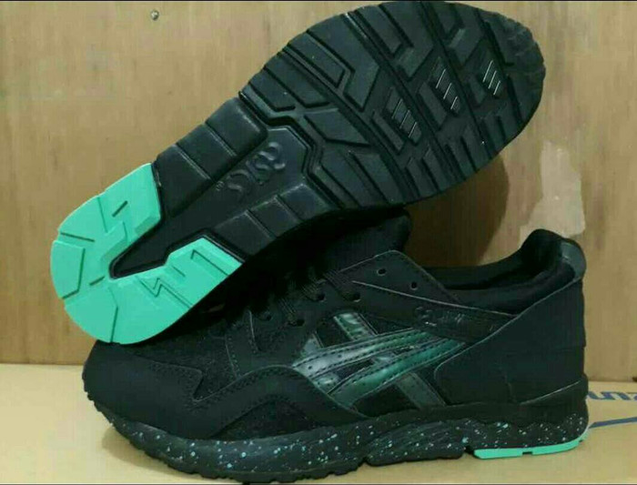 Beli - Fashion - Sepatu dan Sandal di Tokopedia.com Melalui Gosend ... c7cda3a5ea