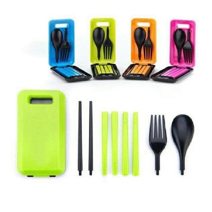 Set Peralatan Makan Travel Sendok Garpu Sumpit Portable - Random