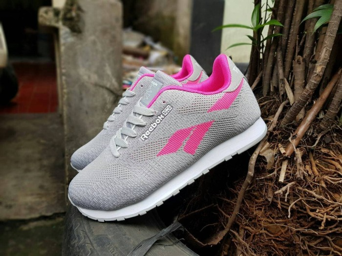 harga Reebok classic import   sepatu wanita   cewe   sneakers   kets   sport  Tokopedia 73f0a03935