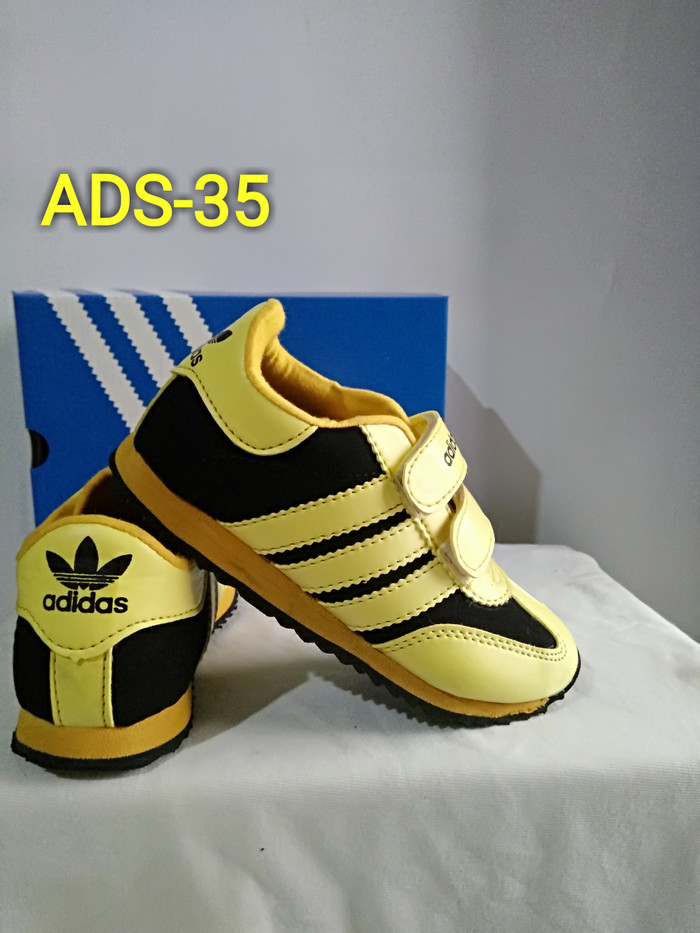 harga Sepatu anak murah hitam garis kuning ads-35 Tokopedia.com