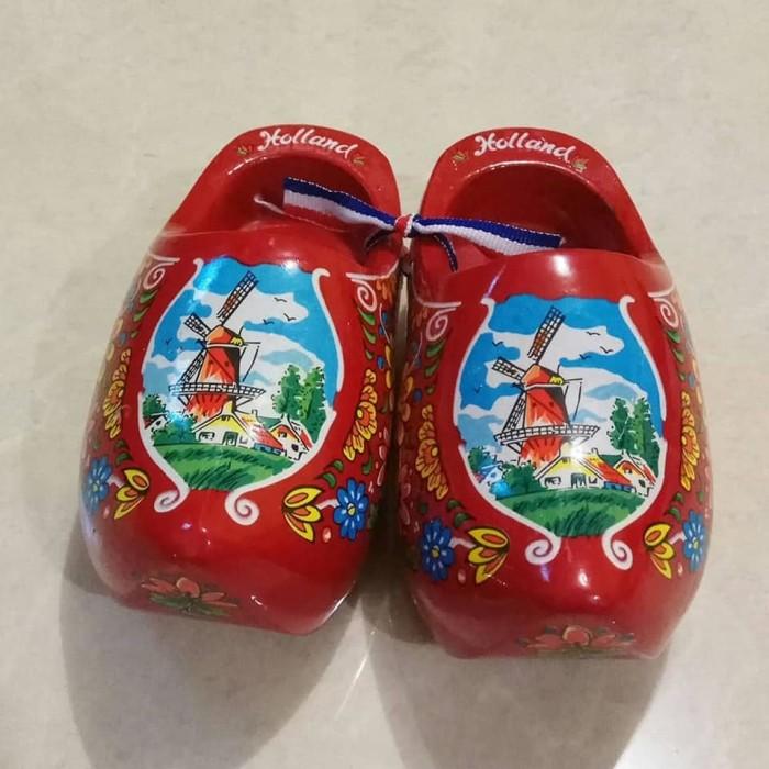 harga Miniatur klompen / sepatu belanda besar merah Tokopedia.com
