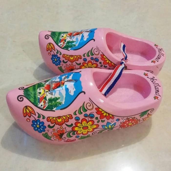 harga Miniatur klompen / sepatu belanda pink Tokopedia.com