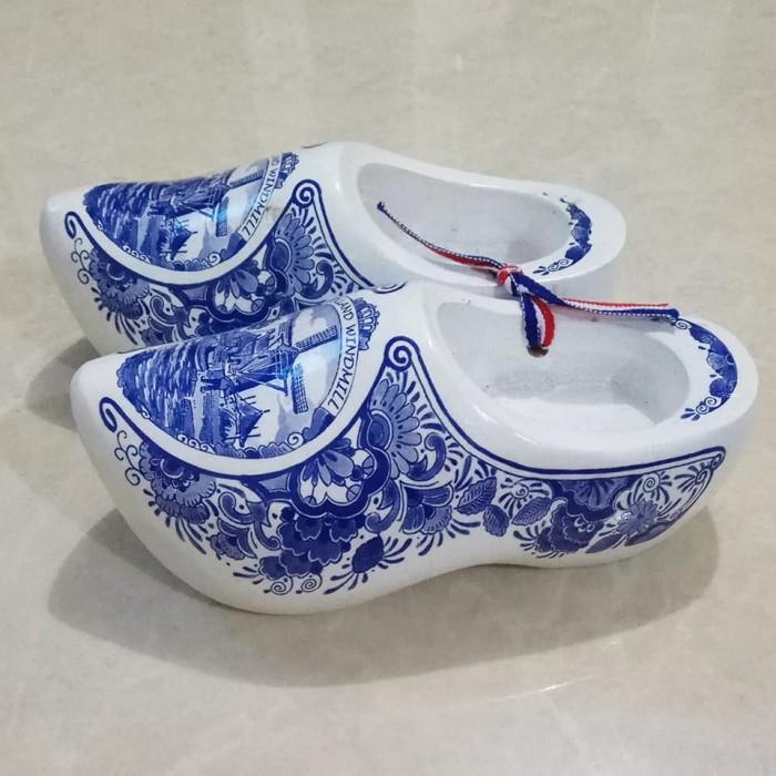 harga Miniatur klompen / sepatu putih besar Tokopedia.com