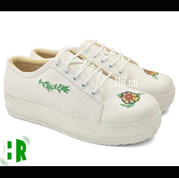 harga Sepatu slip on wanita putih casual motif white sneakers kuliah cewek  Tokopedia . fd20116719