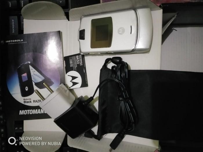 Foto Produk Motorola RAZR V3 Silver Fullset dari Impor Lokal