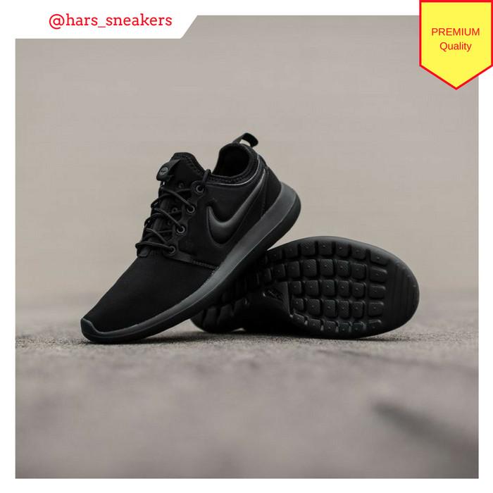 cf9ee037def8 Jual Sepatu Nike Roshe Two Triple Black