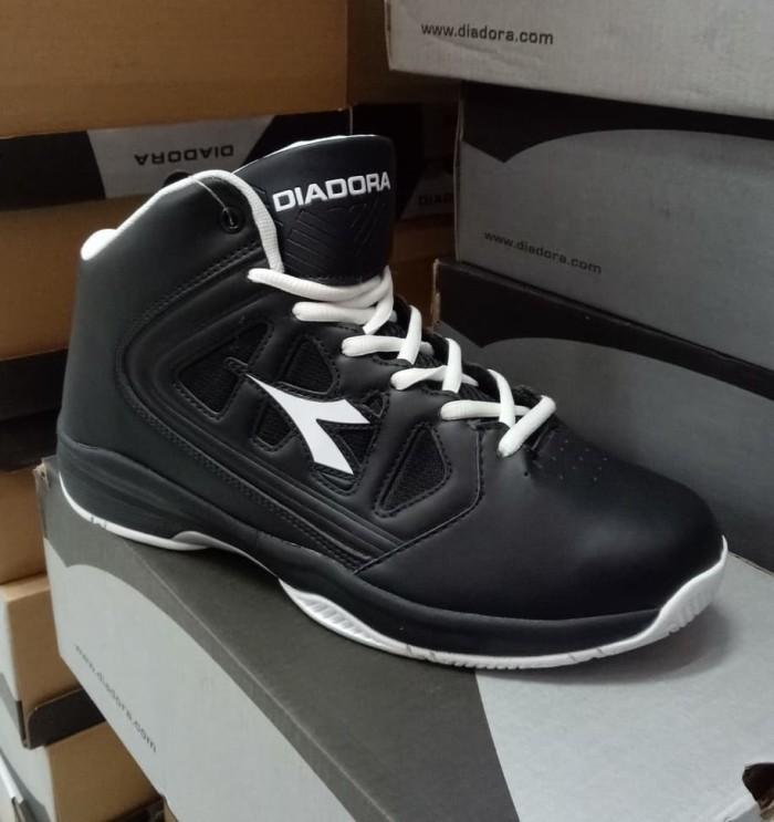 harga Sepatu basket diadora asli original termurah bnib Tokopedia.com 9196f2f847