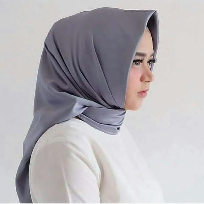 Segiempat velvet sutra (premium) - Abu-Abu Muda