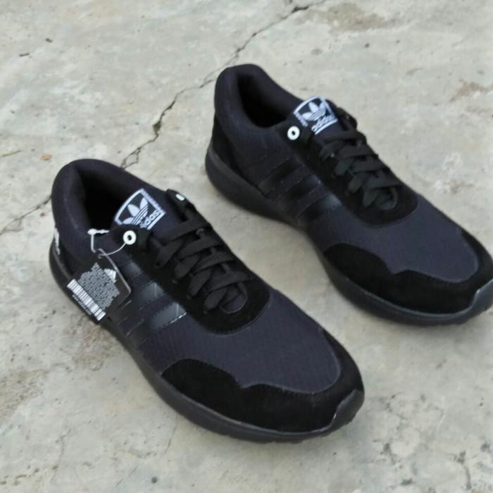 harga Sepatu kets olahraga pria full hitam sneakers suede ukuran besar jumbo Tokopedia.com