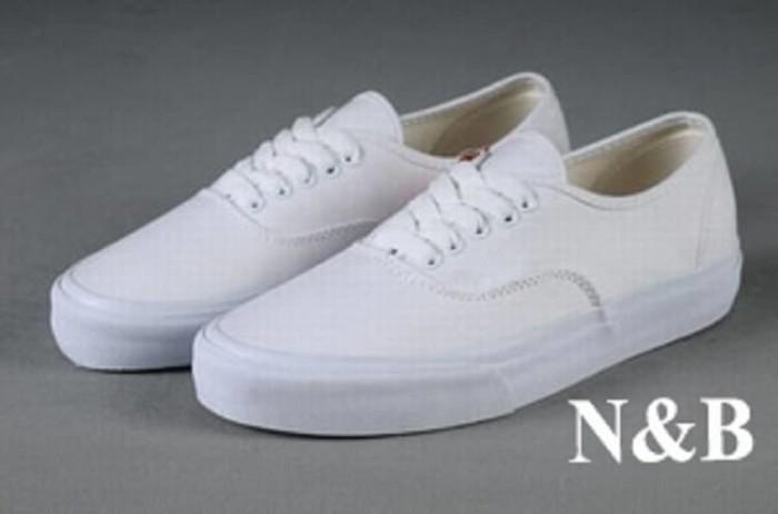 harga Sepatu sekolah pria wanita anak sd smp sma kuliah nb tali full putih Tokopedia.com