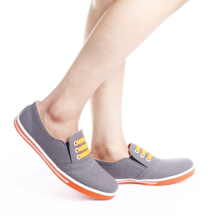 Yutaka Sepatu Wanita N33 Merah Gratis Yutaka Sepatu Kets Sneakers