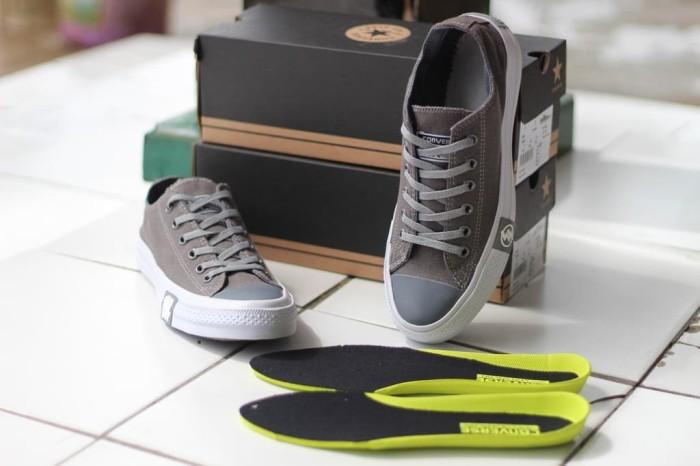 Sepatu sneakers converse Chuck Taylor II Dragon Sepatu Sneakers Pria - Abu  -abu Tua cd73fed3be