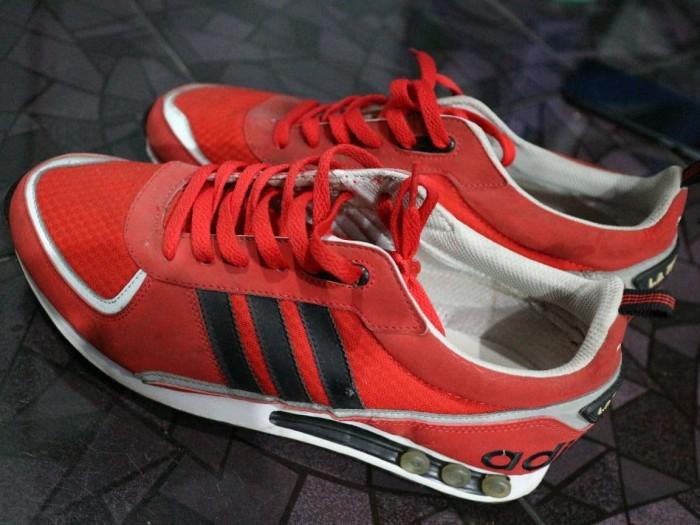 Jual Adidas LA Trainer Kota Probolinggo preloved proling   Tokopedia