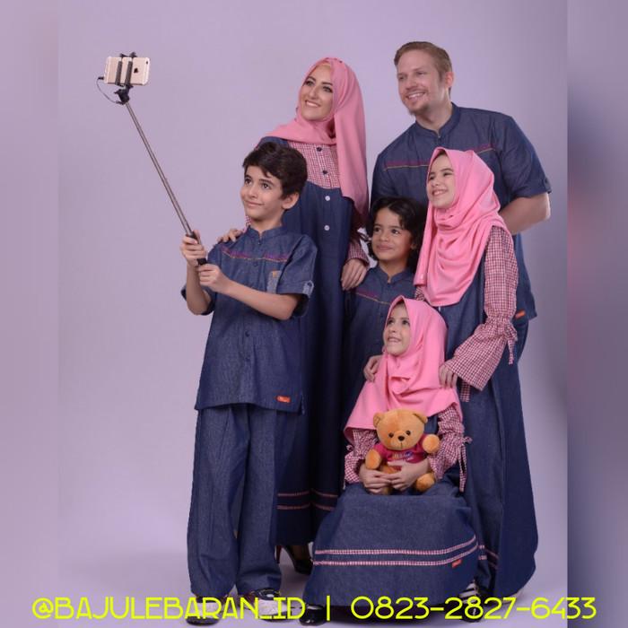 harga Baju muslim sarimbit keluarga nibras family 51 pink couple blue jeans Tokopedia.com
