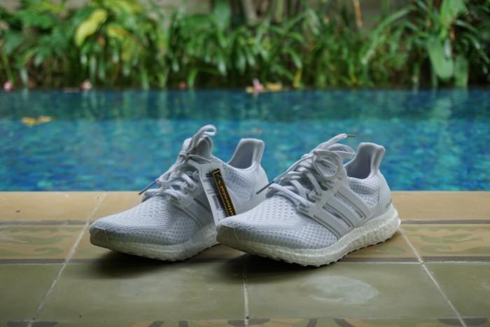 low priced d0f25 30c08 Jual Ultra Boost 'Triple White' 2.0 - Kota Bandung - Sneaker Bistro    Tokopedia