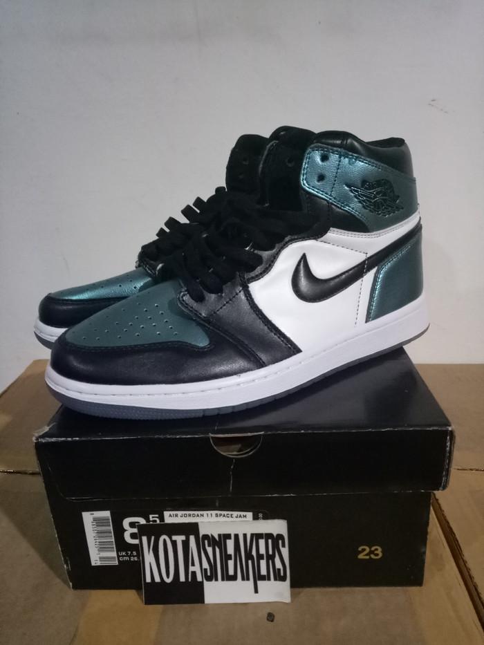 234b933cbd2 Info Harga Sepatu Basket Nike Air Jordan Retro 1 High Chameleon Di ...