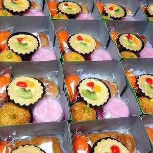Jual Snack Box Aneka Kue Basah Kota Bogor Toko Oleh Oleh Bogor Tokopedia