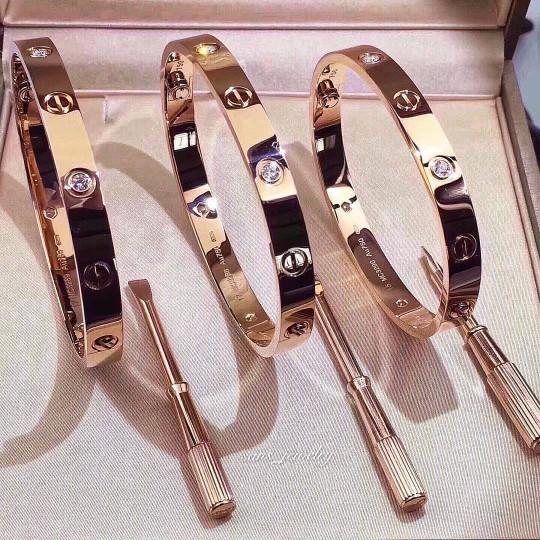harga Promo gelang cartier with screw ( diamond ) stainless titanium korea Tokopedia.com