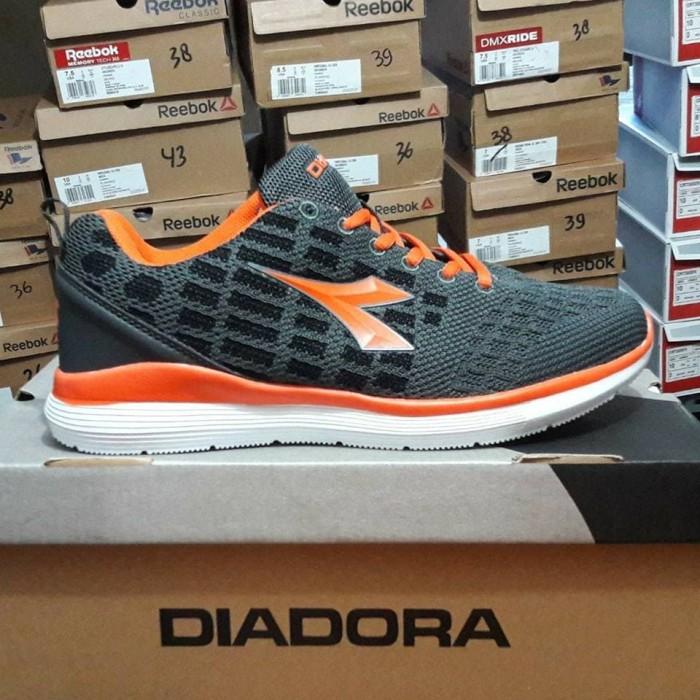 harga Sepatu olahraga lari gym fitness diadora dakora grey orange Tokopedia.com