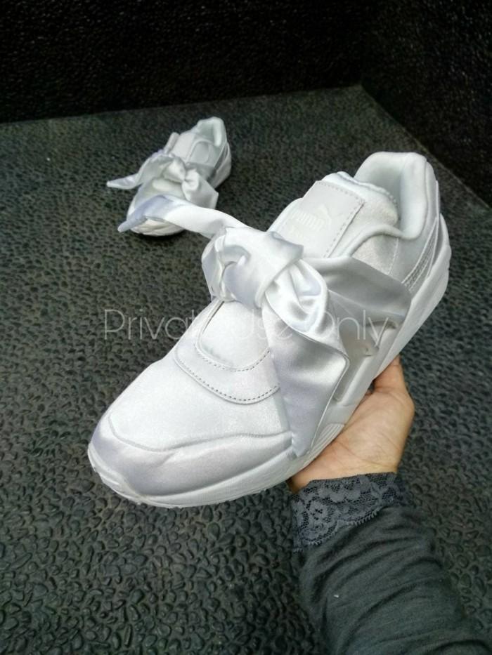 finest selection 3817a b6809 Jual Puma X Fenty Bow White - DKI Jakarta - sneakersboomber.id | Tokopedia