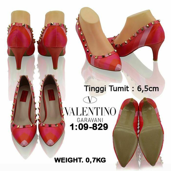 Daftar Harga Sepatu Merek Valentino Garavani Terbaru 2019 Cek ... e7d76bdc36