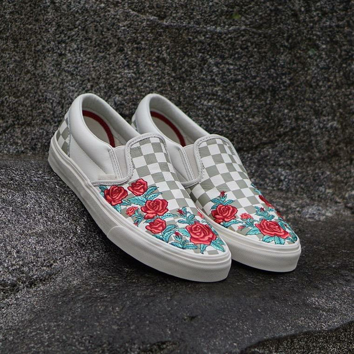 a9bfee5b2b4 Jual VANS SLIP-ON DELUXE ROSE EMBROIDERY DX - Kota Administrasi ...