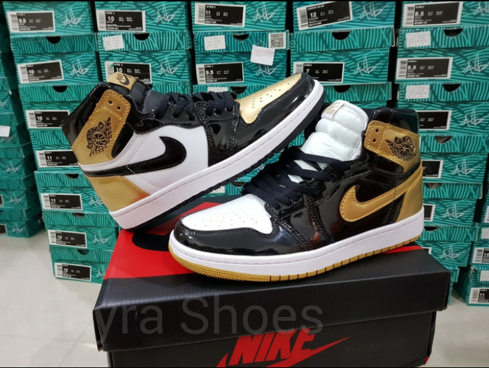 63e72248b1e8 Jual Nike Air Jordan 1 Retro High OG Gold Toe Top 3 - Emas