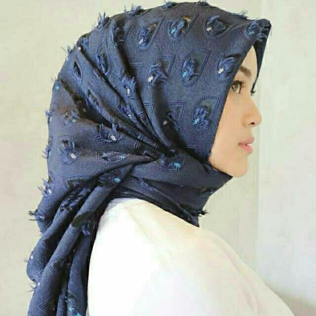 harga Hijab jilbab segiempat mata bawal bulu merak bulu hati Tokopedia.com