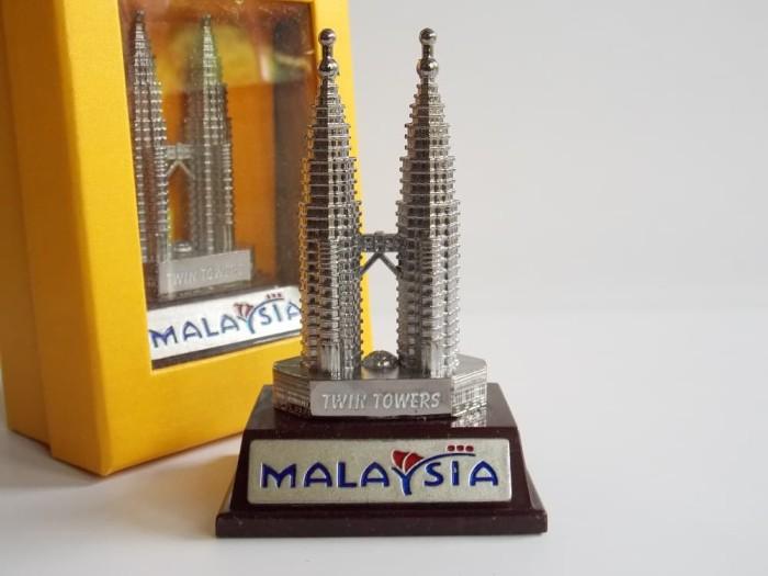 harga Pajangan miniatur petronas tower k (85cm) souvenir unik kl malaysia Tokopedia.com
