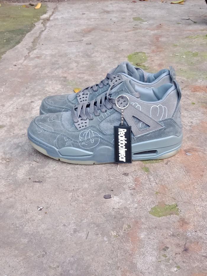 promo code 513a7 bbd24 Jual Sepatu Nike Air Jordan 4 Retro X Kaws Grey Suede - Perak, 40 - DKI  Jakarta - ReakFootwear   Tokopedia