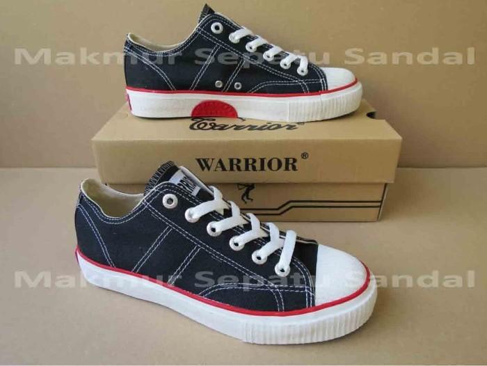 Foto Produk Sepatu Sekolah - Warrior Classic LC - Black-White dari Makmur Sepatu Sandal