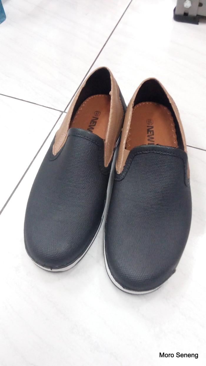 Jual Sepatu Karet Pria Dewasa Cek Harga Di Kerja Dan Kuliah Sankyo Saf 1120 New Era Hitam Kombinasi Warna Mb 9104