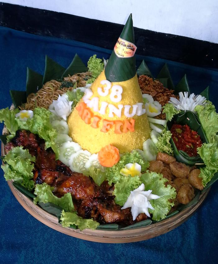 Jual Tumpeng Ultah Kenduren Nasi Kuning Kab Malang Secret Of The Kitchen Tokopedia