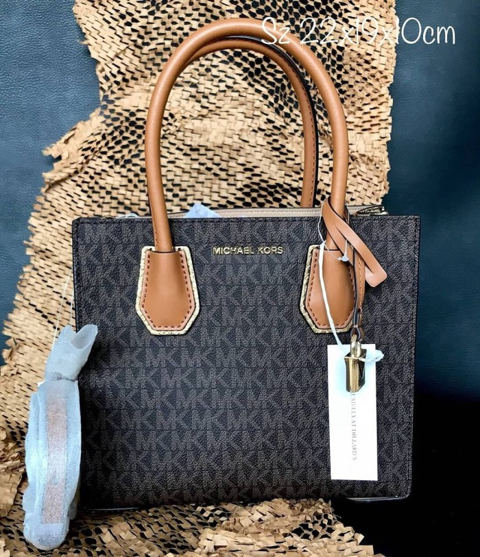 b796ddee5037 Jual Tas Michael Kors Original / MK Mercer Tote Medium Signature ...