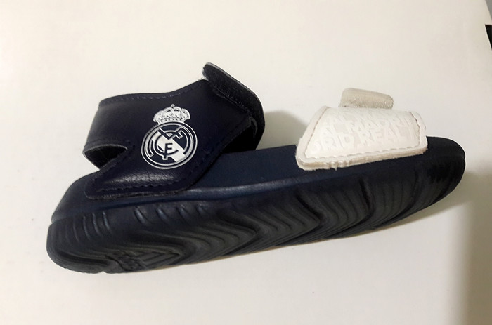 3a2f08791aaa Jual Preloved Adidas Real Madrid Edition for kids size 3   4 US - 9 ...