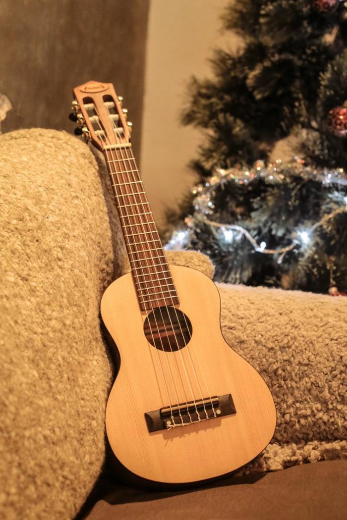 harga Gitar junior cort / ibanez senar nilon / gitar mini Tokopedia.com