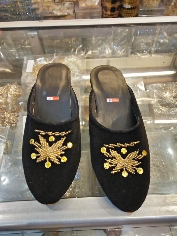 harga Sepatu / selop anak laki / perempuan bahan bludru & payet Tokopedia.com