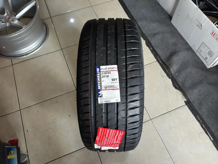 Michelin Pilot Sport >> Jual Ban Michelin Pilot Sport 4 235 45 R18 Kota Tangerang Sinar Otomax Indonesia Tokopedia
